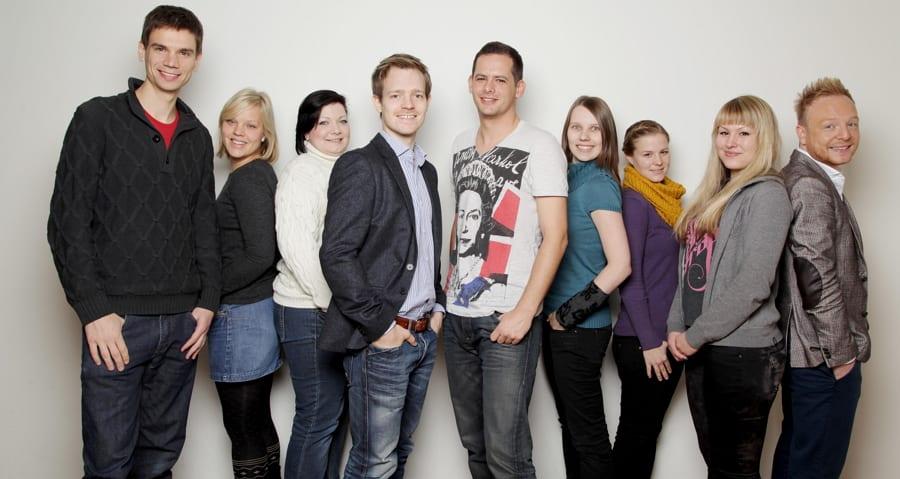 Ein Teil des Teams von meinpraktikum.de mit den Gründern Stefan und Daniel in der Mitte