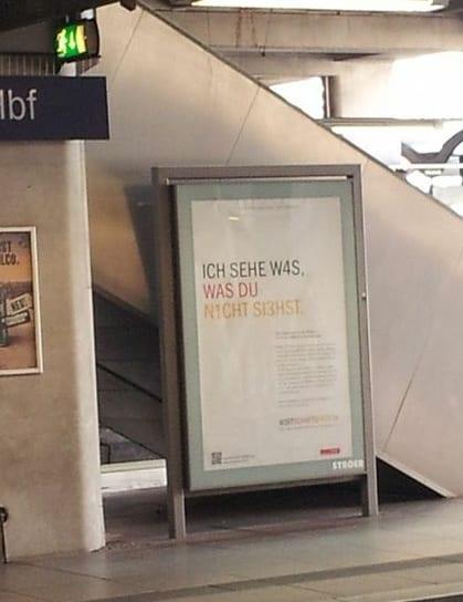 Ich sehe was, was du nicht siehst - Plakat am Mainzer Hauptbahnhof